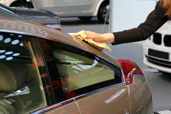 polerowanie szyb i lamp w samochodzie